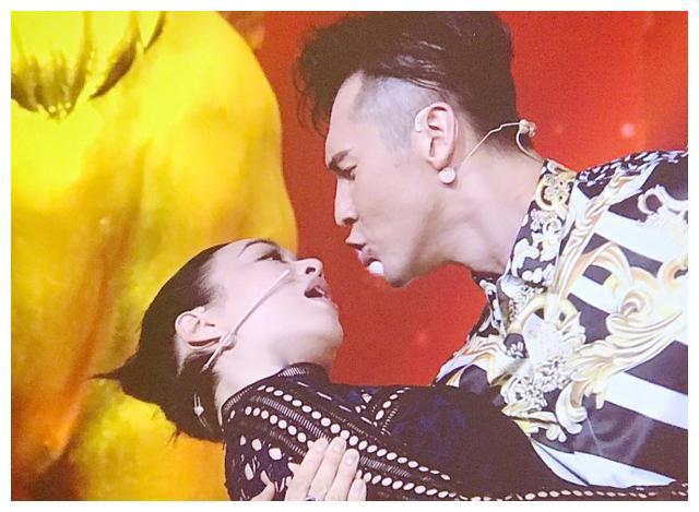 有人称钟丽缇张伦硕是中国版马克龙夫妇 钟丽缇回应:勇敢的爱