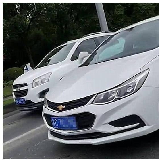 """江苏偶遇一辆""""蒙迪欧"""",看到车标那一刻,车主保持10米车距"""