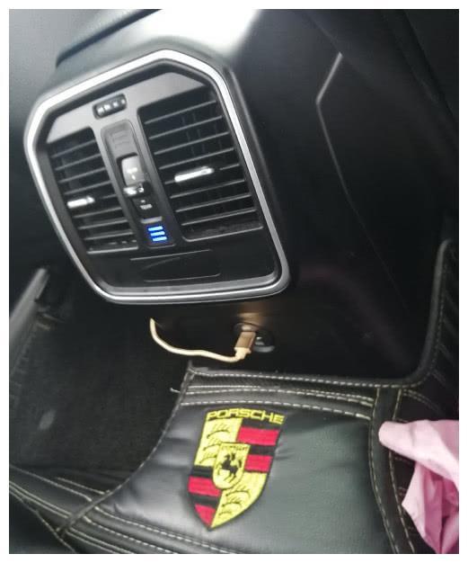 女子滴滴打车打到一辆保时捷,看到实车后,网友:这是众泰吧?