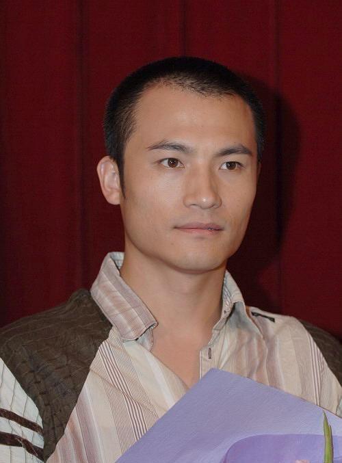 耿乐:1974年出生北京市,毕业于中央美术学院,中国内地男演员