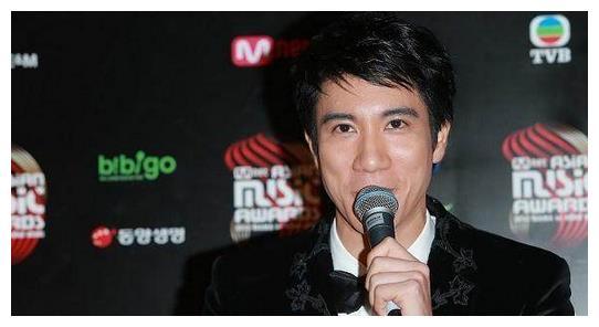 娱乐圈最受欢迎的4位型男:吴彦祖彭于晏上榜,最后一位气质斯文
