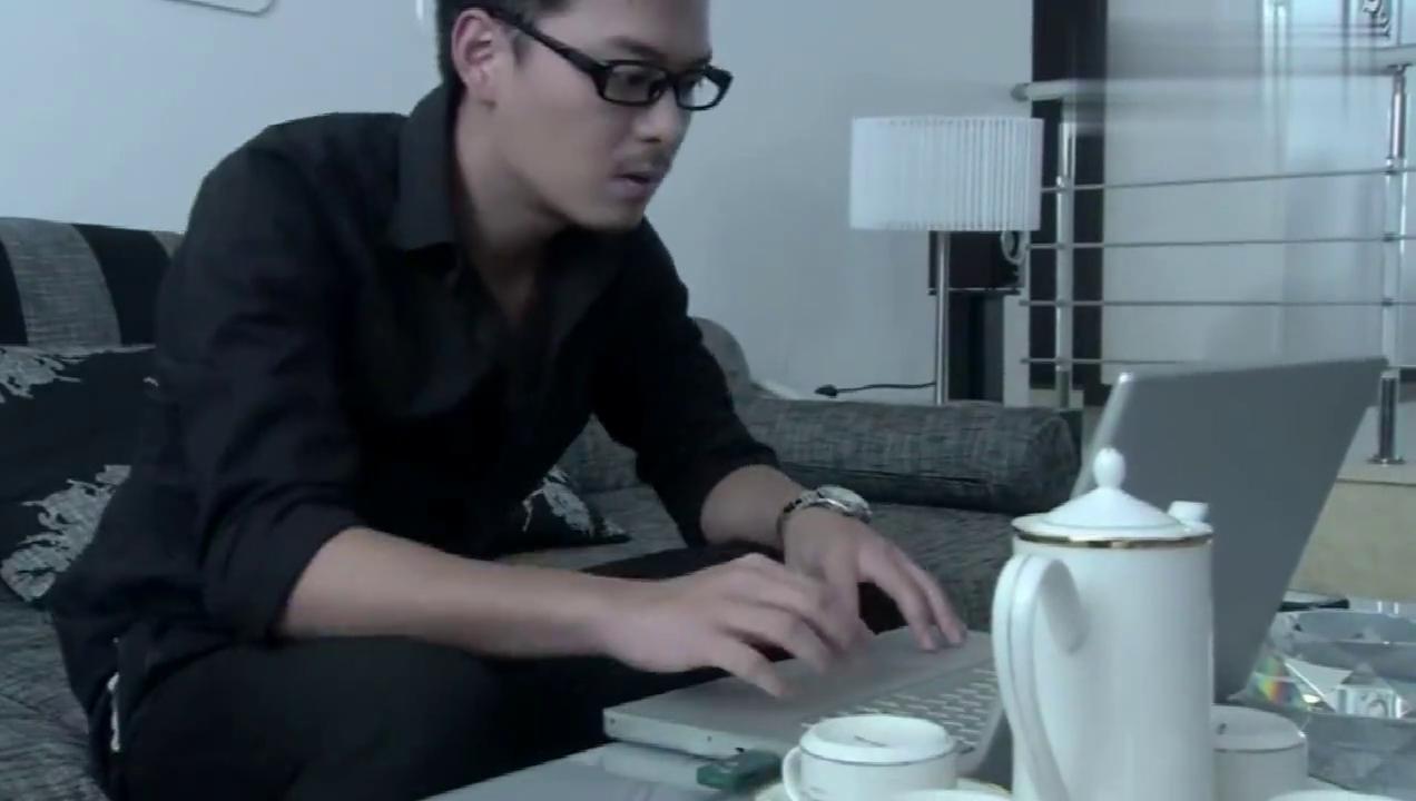 温柔的谎言:程鹏破解李青电脑,看到暧昧聊天记录,李青回家了