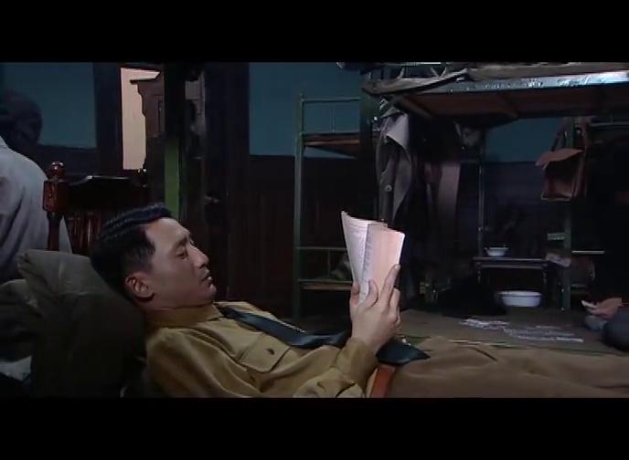 丁副官趁机潜入廖云山的办公室,转身欲撤之时,灯光骤然大亮