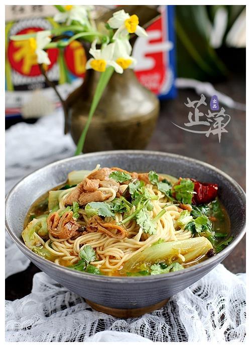 一人食煮一碗面是最好的填饱肚子的方法,比外卖健康关键还快捷