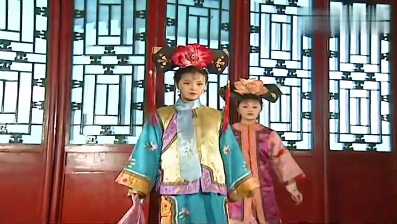 晴儿偷偷来漱芳斋,却发现自己是送香妃出宫的帮手,顿时傻了