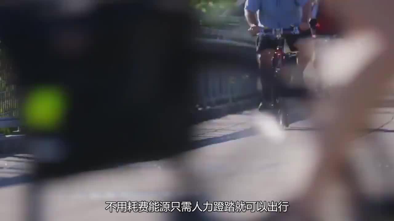 老外把自行车三角架换成粗弹簧,骑上路会怎样?接下来忍住别笑