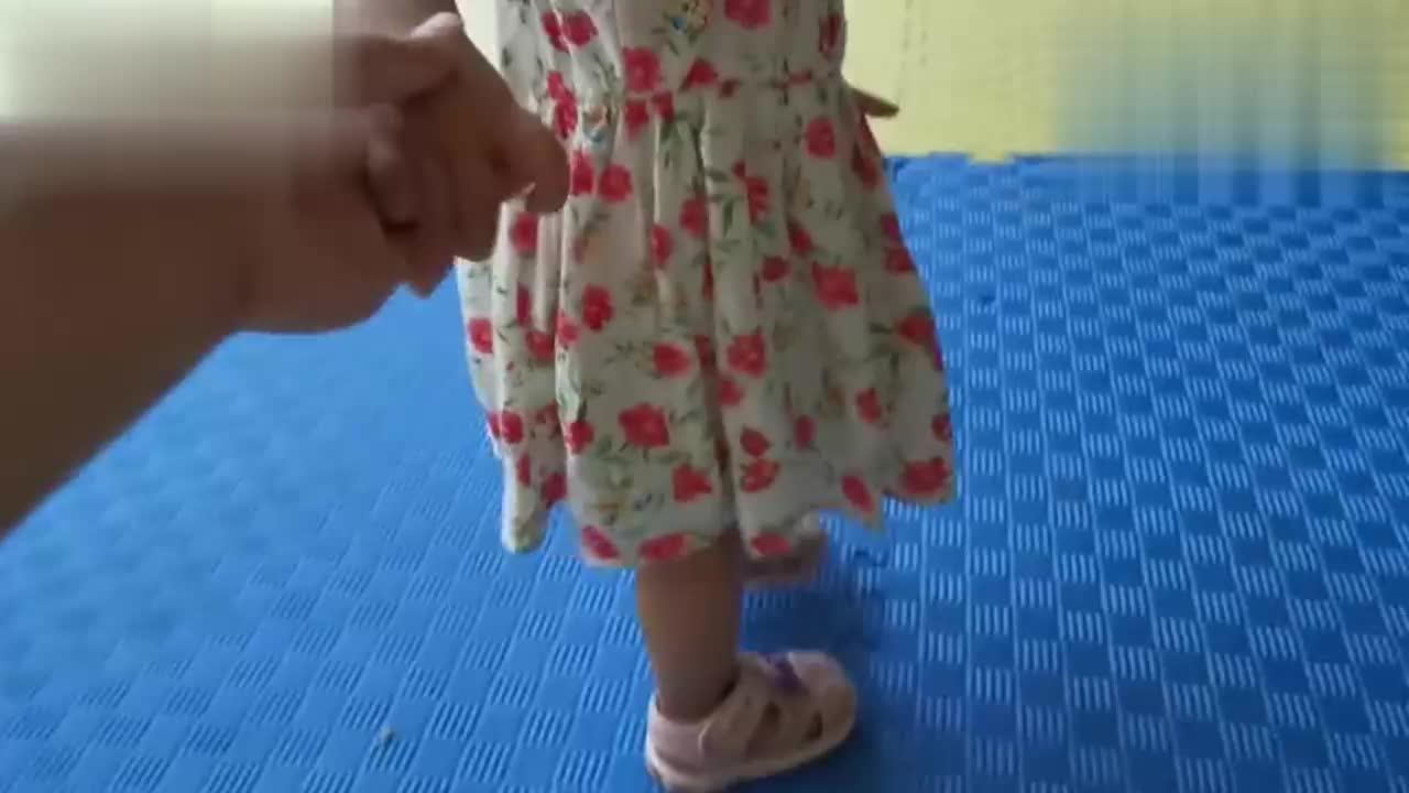宝宝到跆拳道现场看到小叔在练跆拳道接下来的画面笑死人了