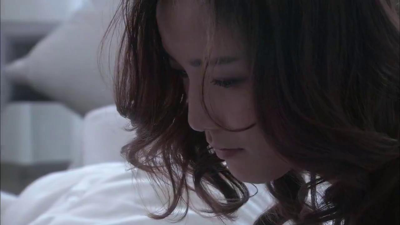 温柔的谎言:看着病痛的丈夫,杨桃说出大秘密,两人抱头痛哭!