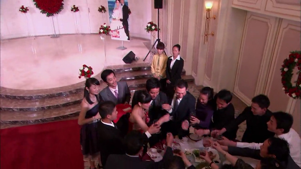结婚典礼上,乖儿媳改口喊爸妈,婆婆激动拥抱:好姑娘!