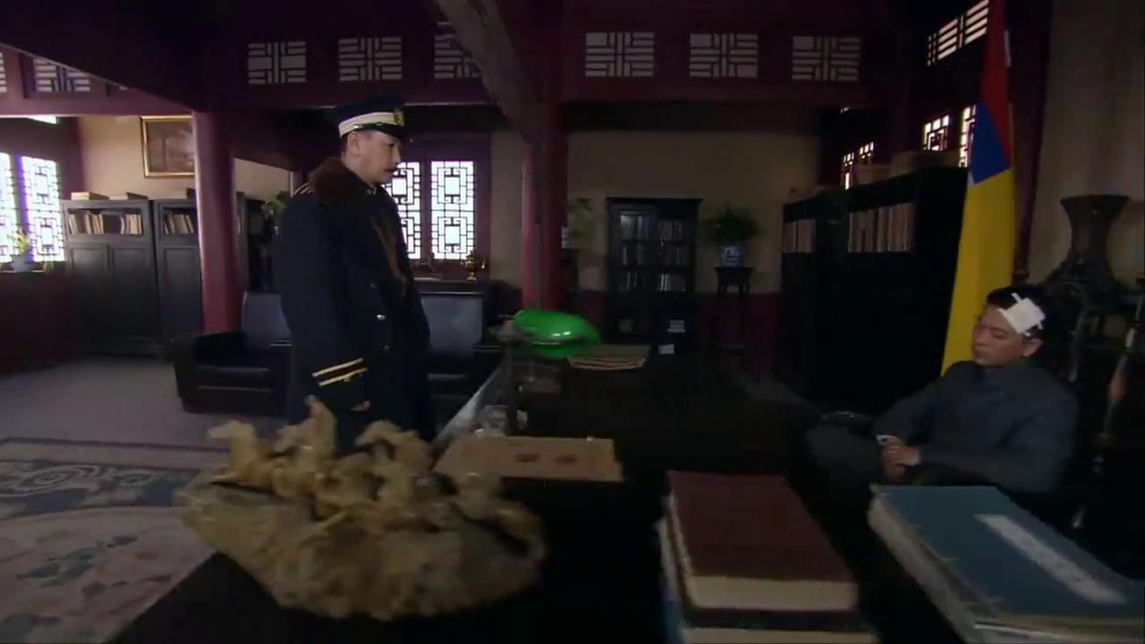 华夫人说了赵金虎的坏话,赵舒城就打她一巴掌,这可是他亲娘啊