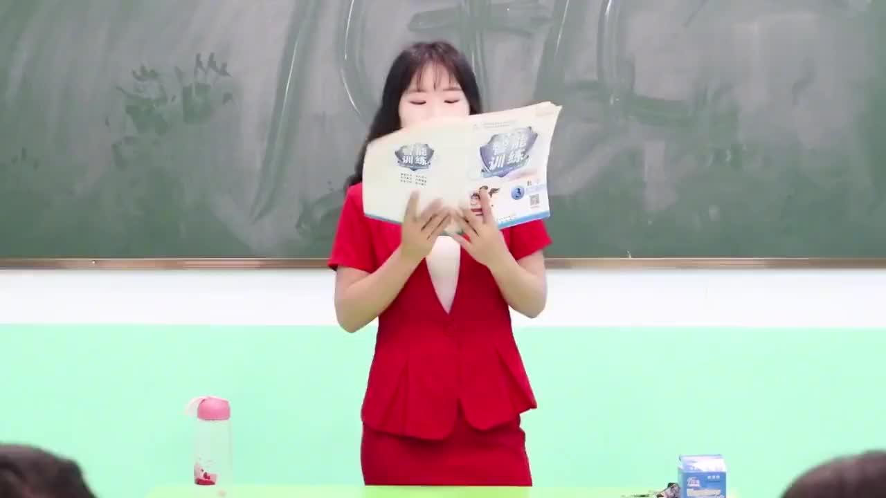 期中考试女同学作弊被老师抓到没想老师的做法太逗了真有趣