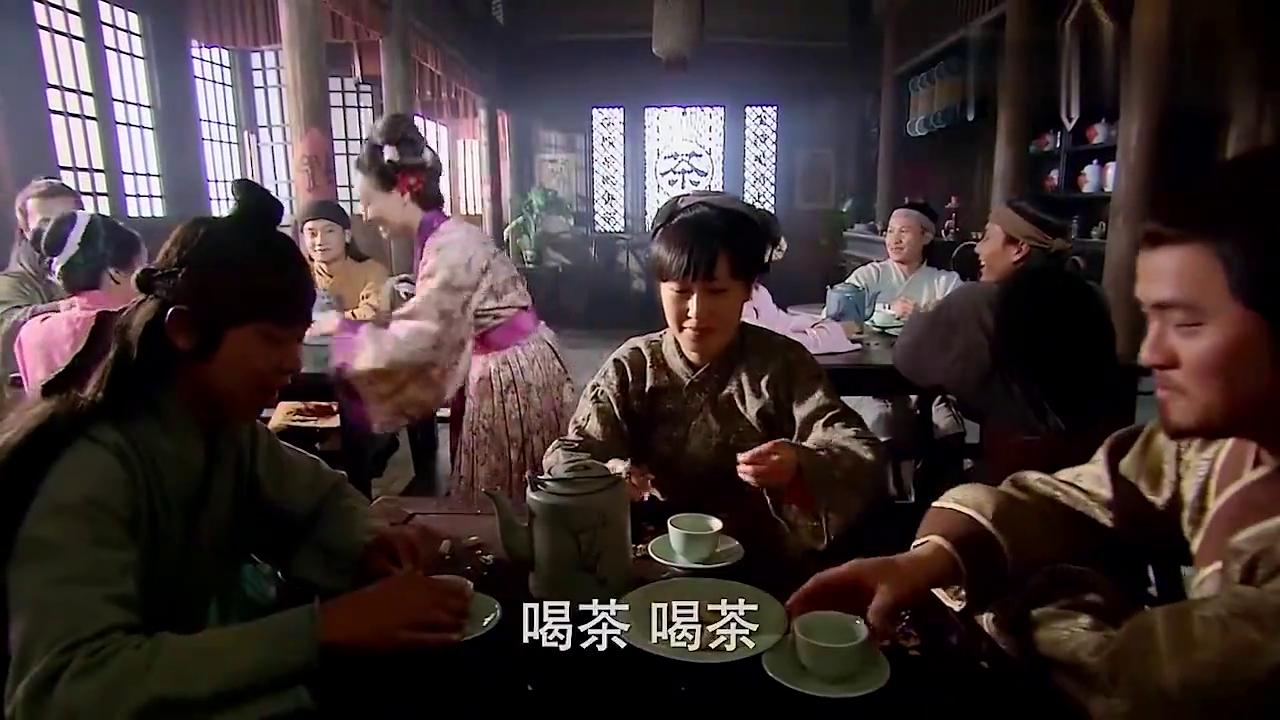 金莲做起了贤妻,换上红衣为大郎烧饭,美的大郎不敢看!