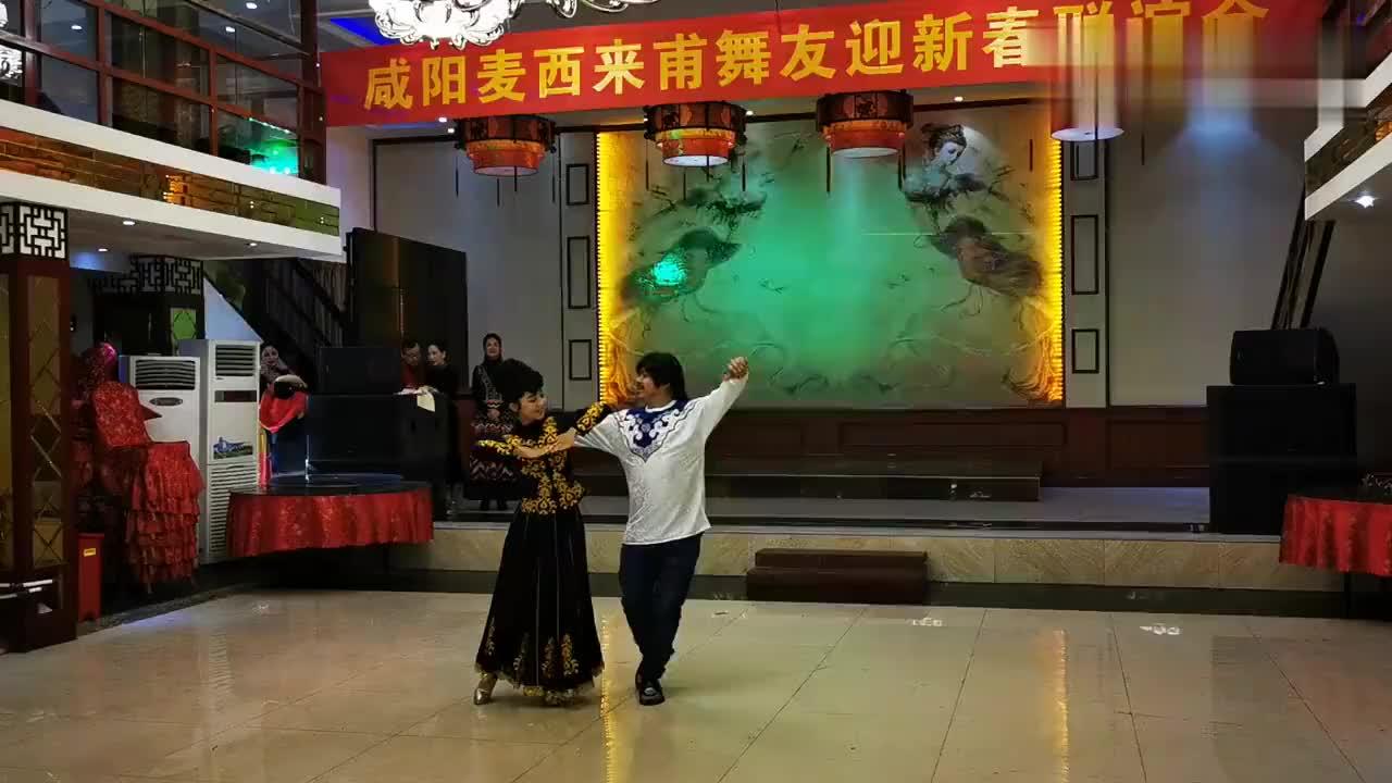 优美活泼的新疆舞巴拉迪夫妇在咸阳麦西来甫年会精彩表演65