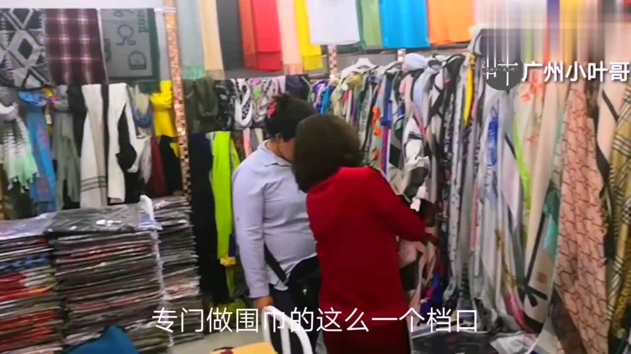 外国朋友也喜欢我国生产的围巾,桑蚕丝的.羊绒的.棉麻的!