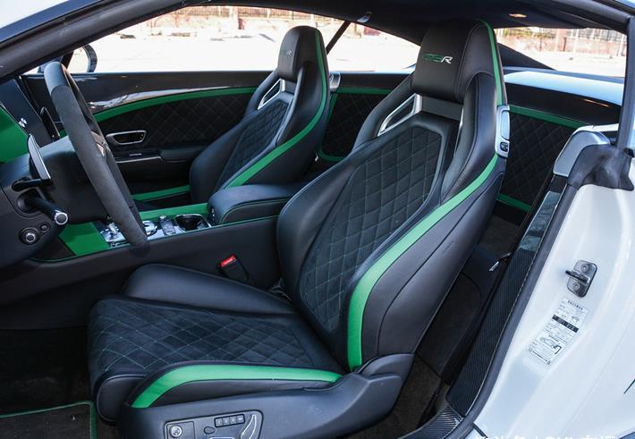 """又一款豪华GT跑车""""清仓处理"""",一口气连降30万,舒适性不输S级"""