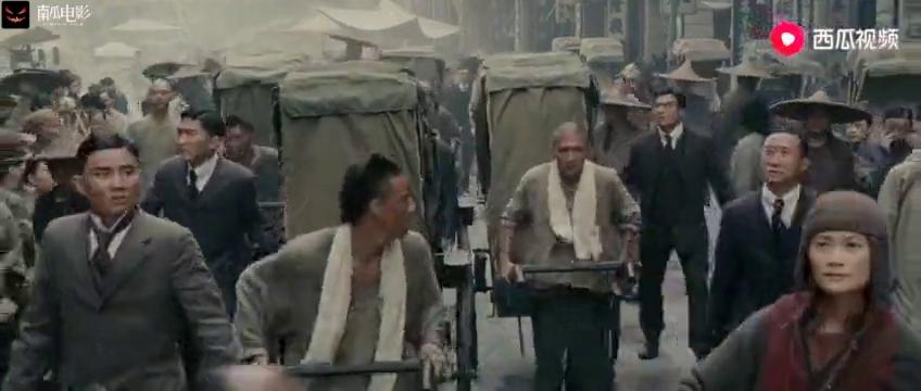 十月围城:一群人围着两米大汉狂砍,大汉身中几十刀,太惨了