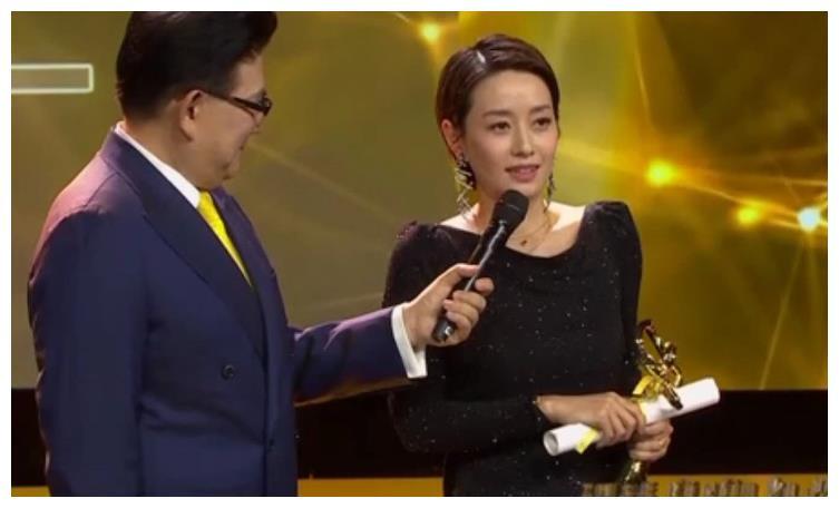 马伊琍 获得24届白玉兰最佳女主角奖