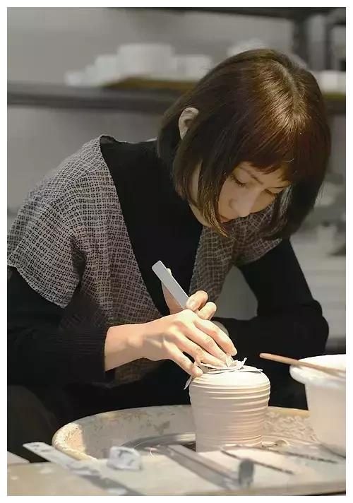 陶艺师Yumiko Iihoshi:器皿的风景独一无二