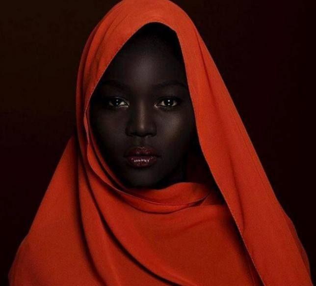 """她是全世界最黑的""""黑珍珠""""超模,许多人都被她的美丽折服"""