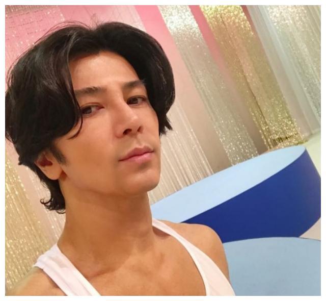 47岁日本男星认爱25岁美女模特 表示随时可以结婚