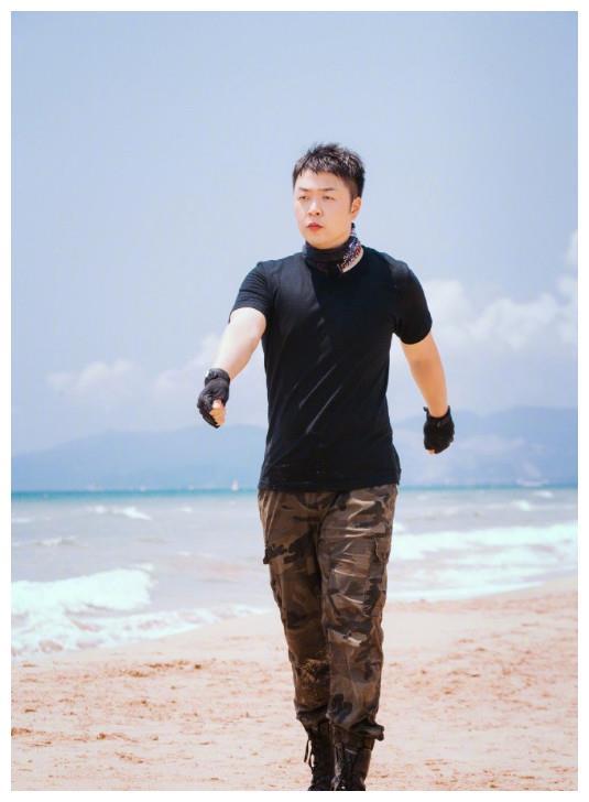 杜海涛减肥后变帅了,事业一路飙升,开百万超跑美女相伴