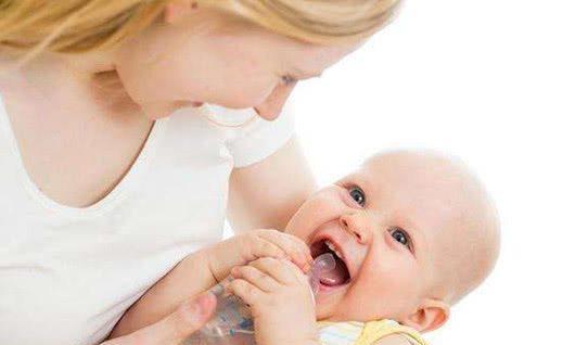让宝宝主动喝水有方法,注意观察细节,这些方法可要收藏起来