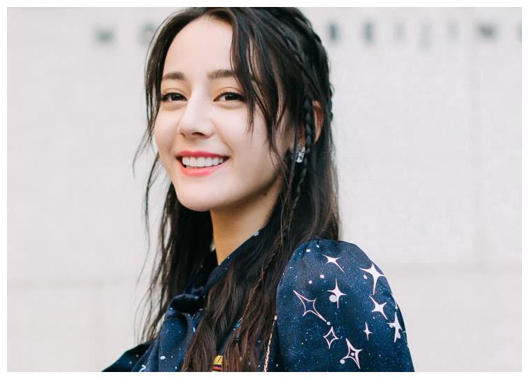 18岁女生迷恋迪丽热巴,花200万整形,整容后闪瞎网友的眼睛