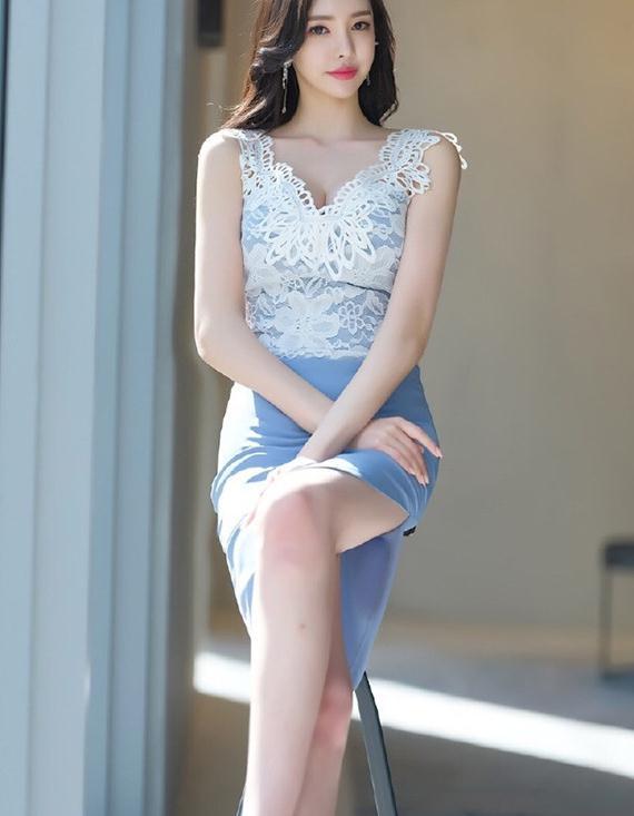 优雅名媛气质:无袖蕾丝背心搭配高腰包臀连衣裙,吊带性感时尚