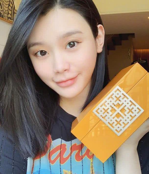 奚梦瑶被扒嫁入豪门多月仍住酒店,疑似不被婆家认可!
