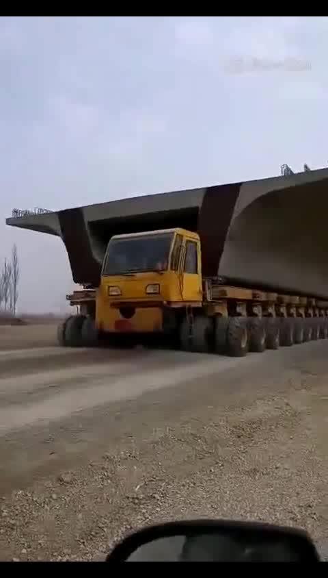 卡车界的蜈蚣你见过这么长的卡车吗