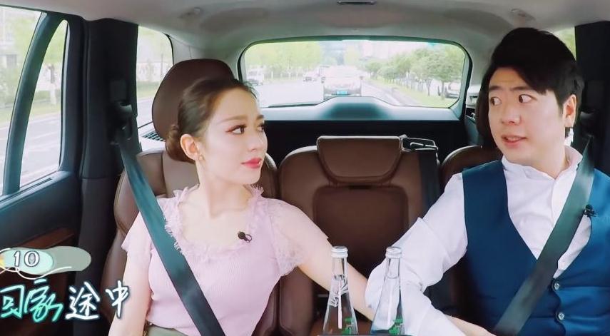 郎朗带娇妻录制综艺节目,穿紧身衣系汽车安全带,这身材简直绝了