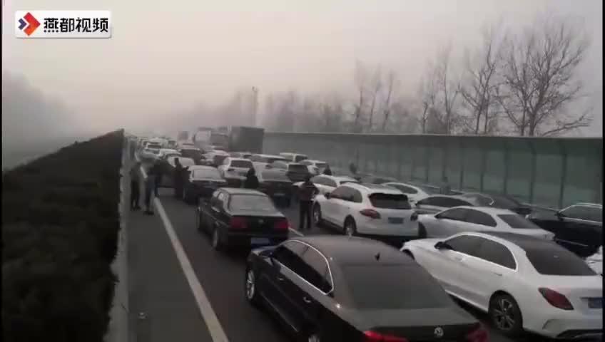 京港澳高速邯郸段出现堵车开车上高速不要占据应急车道