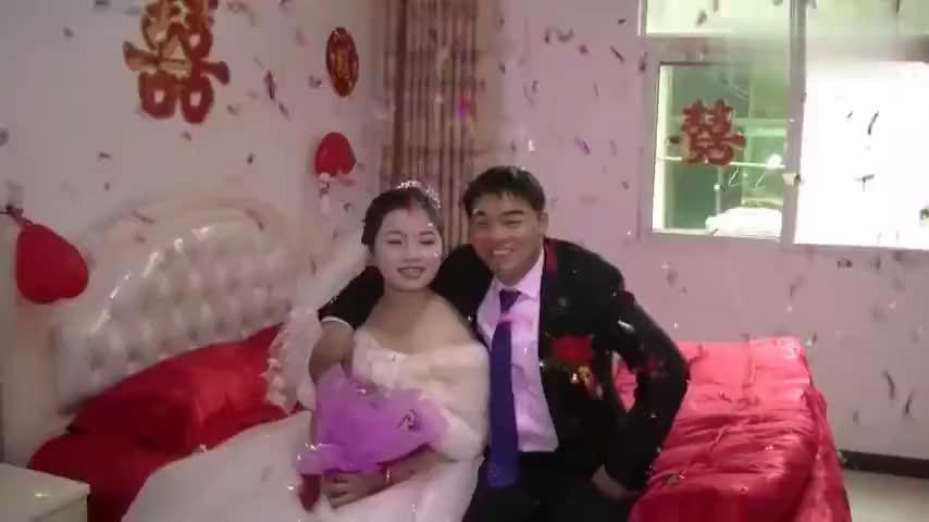 江西农村小伙终于有了今天结婚啦喝水也在偷着乐