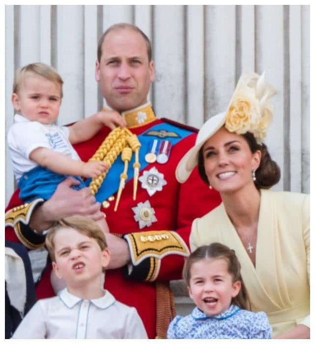 威廉对凯特也没放下戒备、完全信任,凯特感到委屈并伤心