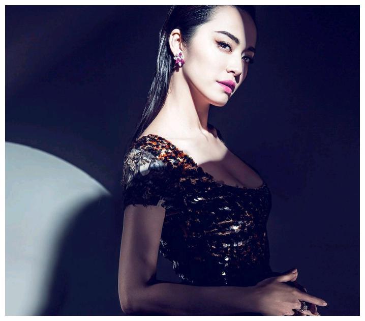 """娱乐圈4大""""最丑""""女星,罗玉凤姚晨上榜,最后一位人丑做事更丑"""