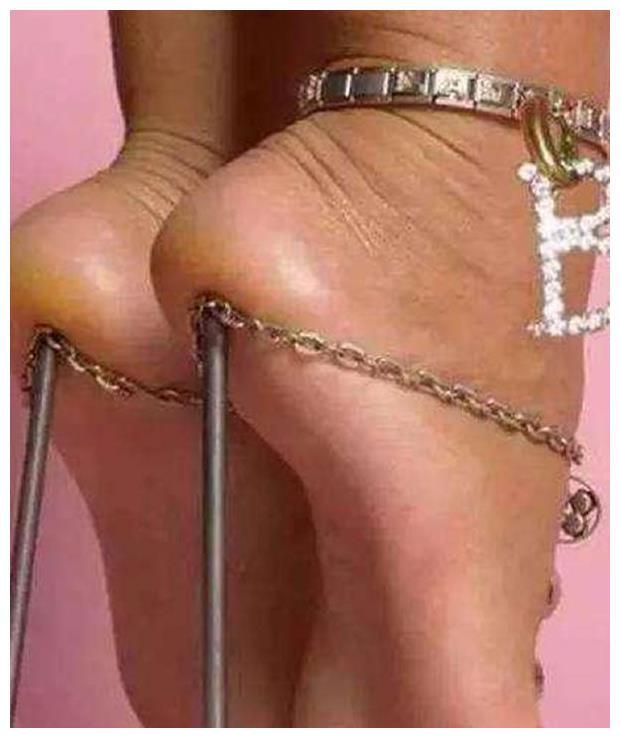 袁姗姗的板砖鞋,王菲的锥子鞋,范冰冰的尴尬鞋,总有一款丑哭你