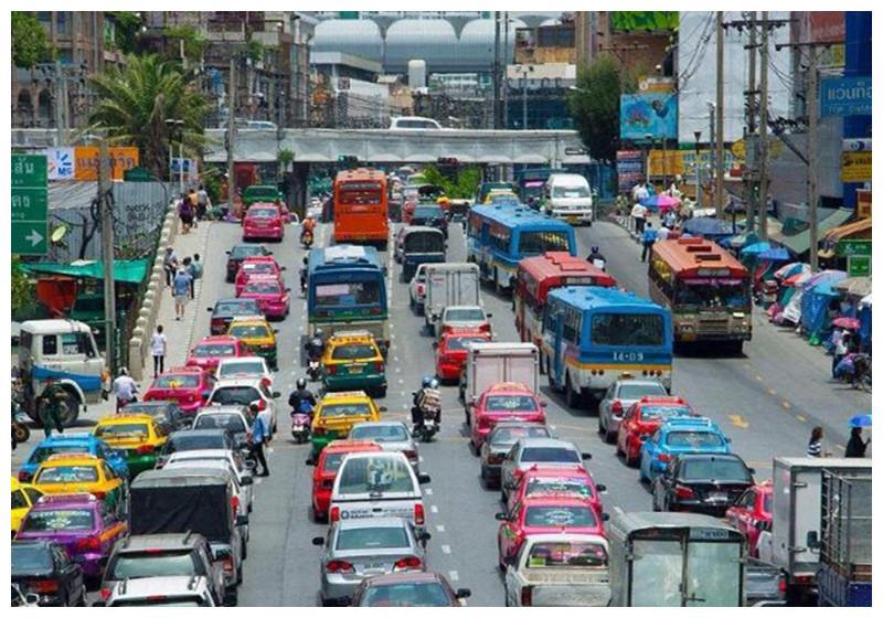 为何汽车销量跌入低谷?专家讲出3个原因,直戳大家心坎!