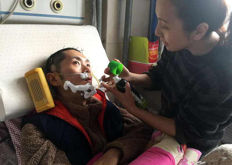 男友煤气中毒成了植物人,女友的一个做法感动准婆婆