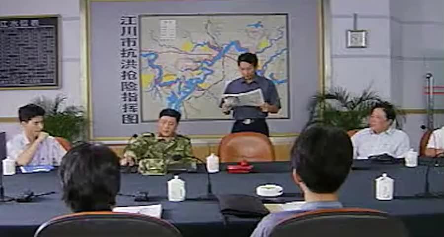 参加抗洪抢险的解放军战士,每天却靠着咸菜下饭,领导直接怒了