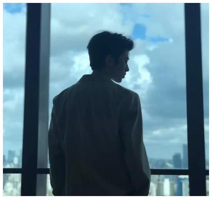 看背影找男神,我找蔡徐坤只用3秒,你找杨洋用了多久?