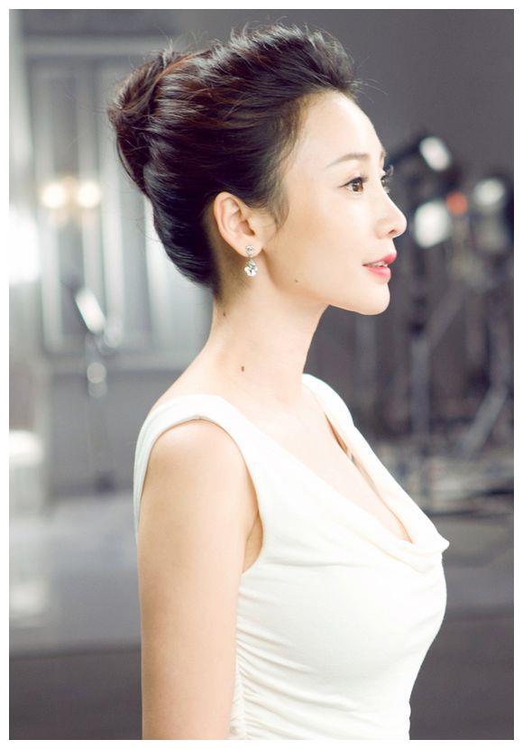 柳岩拍广告秀身材,清新优雅,美丽诱人!