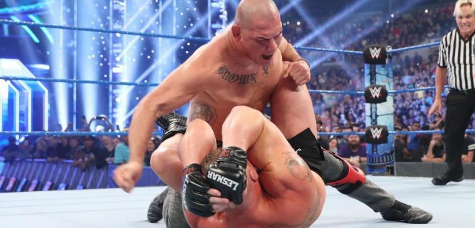 """身为UFC冠军竟怕鬼!新来到WWE的""""院长""""凯恩是何许人也?"""