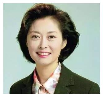 """她是""""国民大姐"""",为央视奉献整个青春,如今63岁仍美得不像话"""