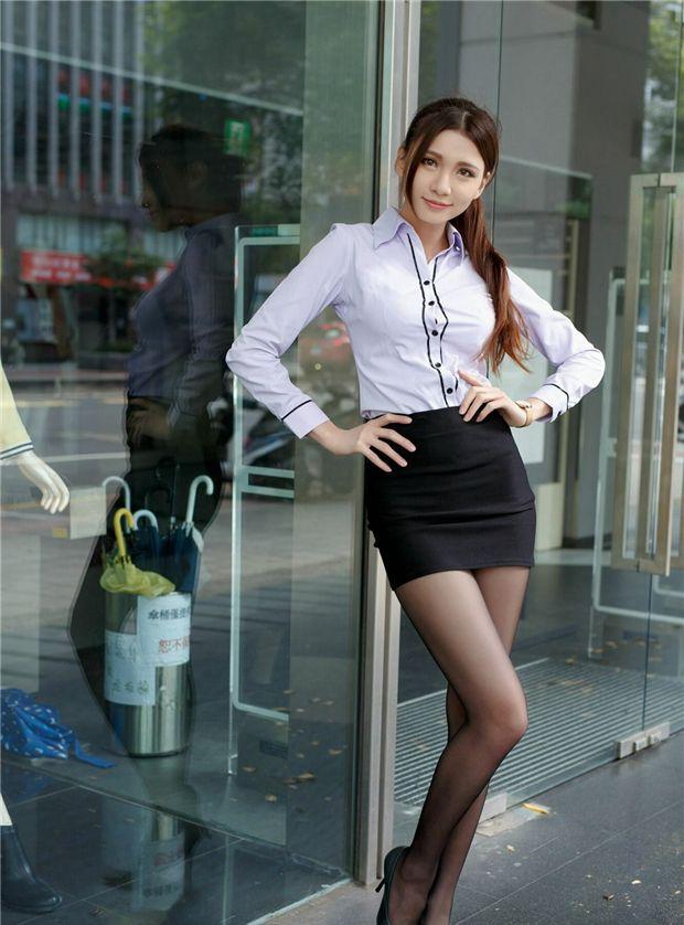 街拍:图6的镂空装展现成熟女性的魅力,更有自信!