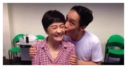 65岁梁丹妮近照曝光,老公冯远征宠了她26年