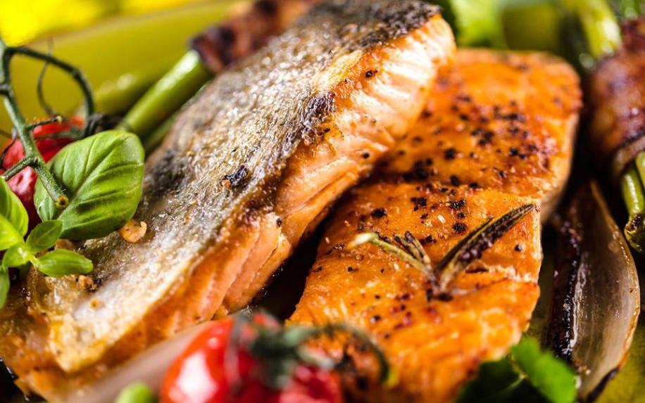 清江鱼别再清蒸啦,这样做营养美味又好吃,刚上一桌就一抢而空