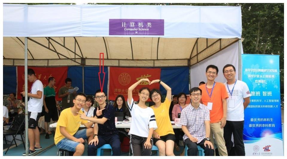 浙江大学2019级新生开学典礼,发言家长身份不简单,却遭网友质疑