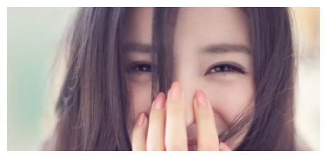 杨幂的捂嘴笑,杨颖的捂嘴笑,热巴的捂嘴笑,都输给了她的捂嘴笑