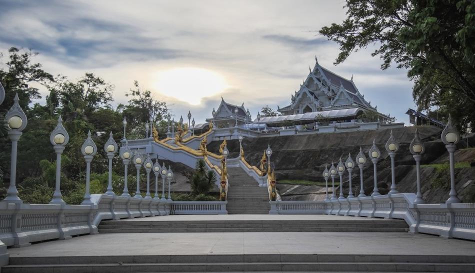 什么时候可以看到最美的泰国?水灯节,天上地下都是灯