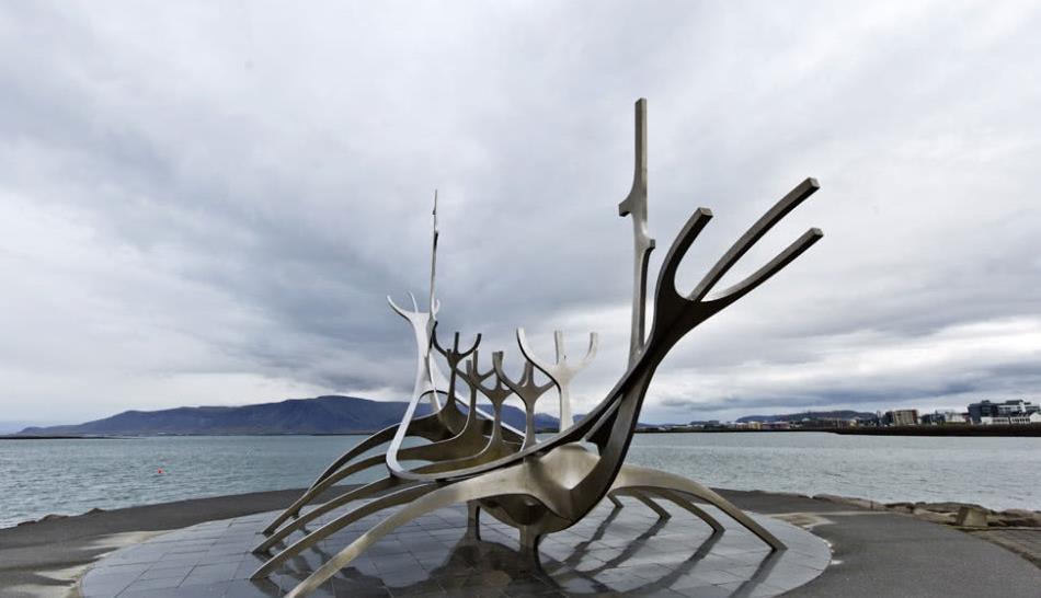 色彩斑斓的涂鸦,凸显了朴实无华又气质鲜明的冰岛风格